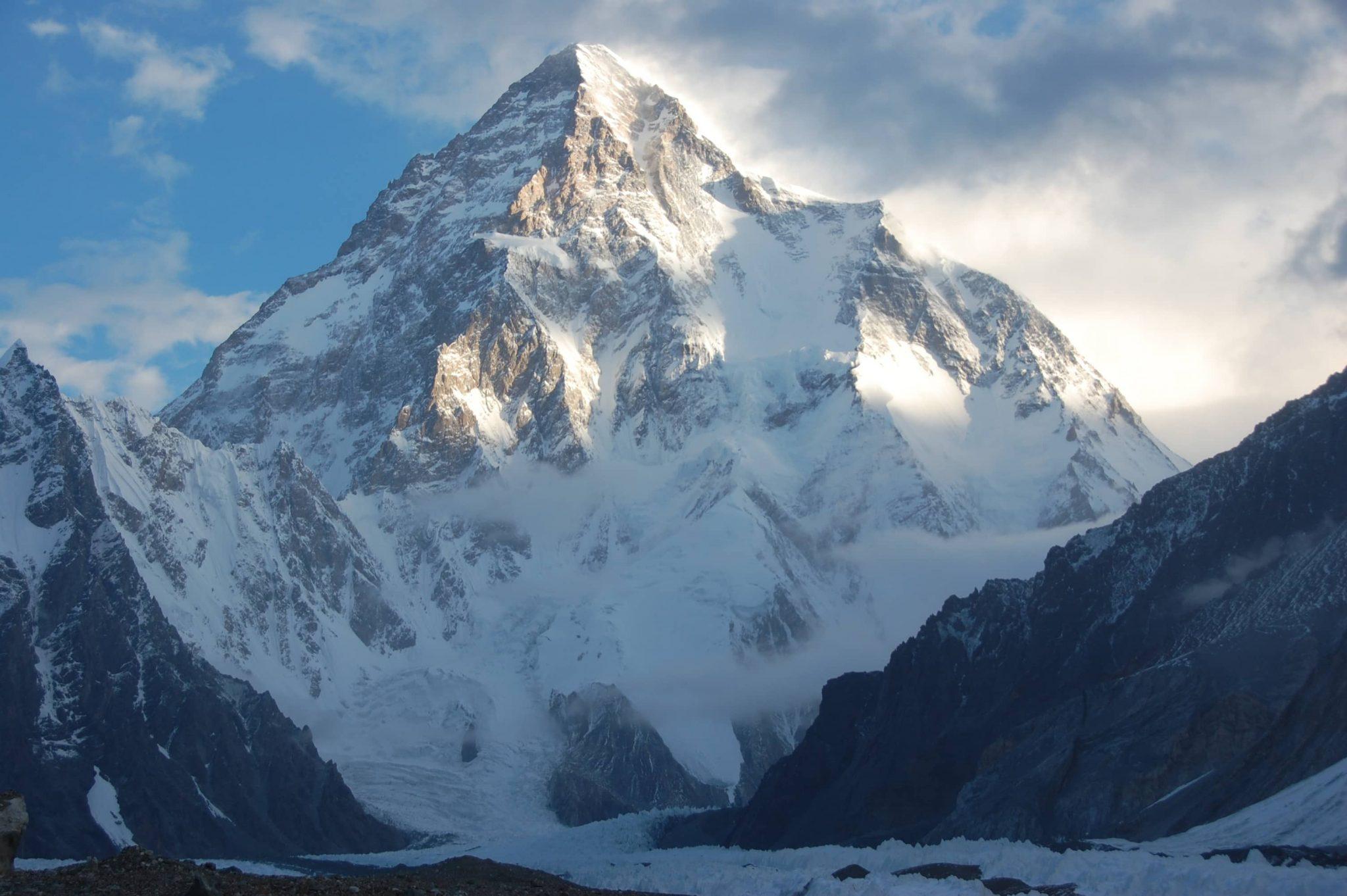 k2, una de las montañas más grandes y espectaculares del mundo
