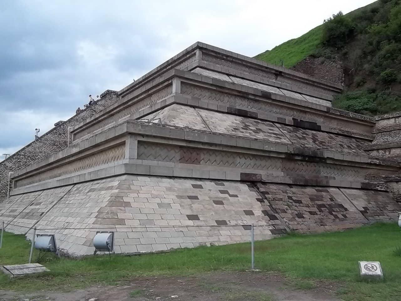 Gran Pirámide de Cholula, oficialmente la más grande del mundo.