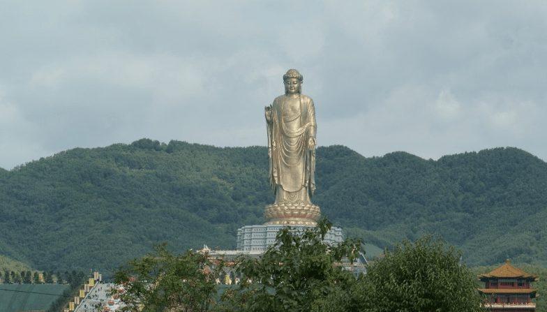 Buda del Templo de Primavera, la segunda más grande del mundo.