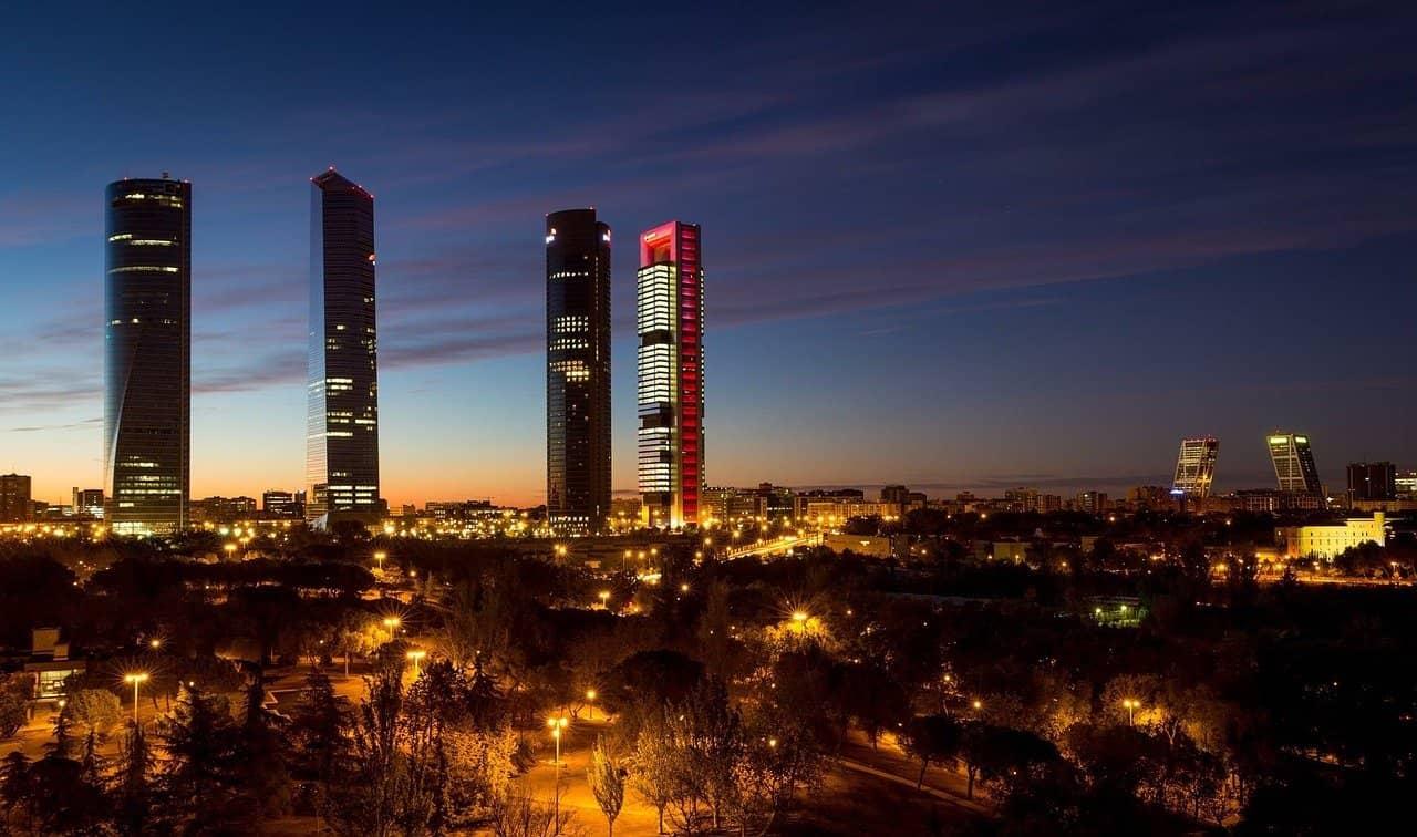 La ciudad de Madrid es una de las más grandes de España.