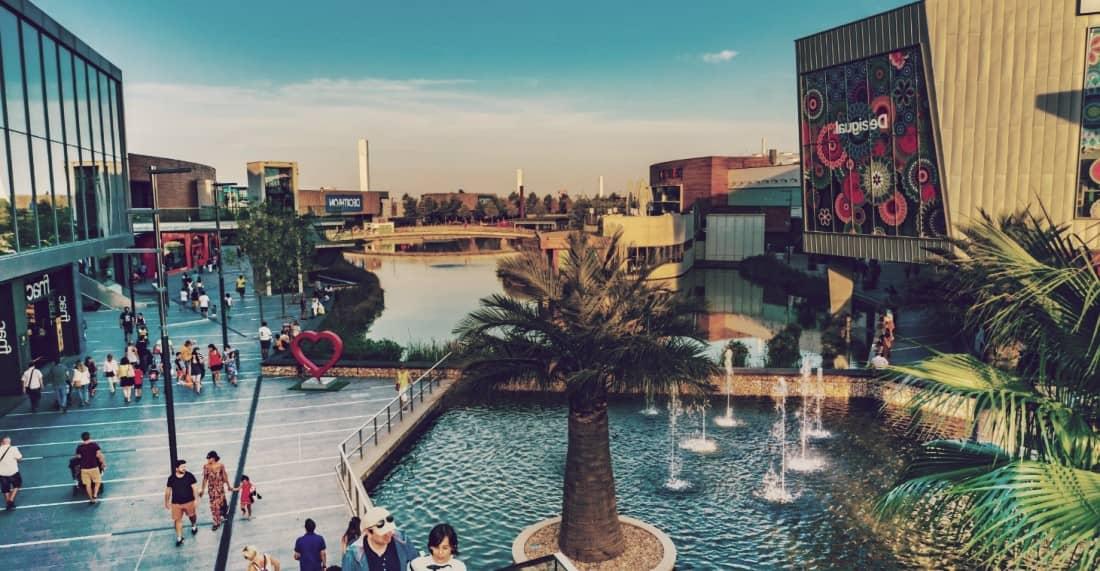 Puerto Venecia Shopping Resort, uno de los centros comerciales más grandes de España